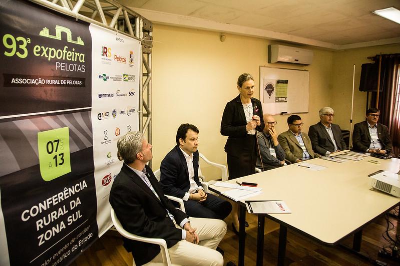 08.10.2019 -  Prefeita Paula Mascarenhas participa da mesa de abertura do 7º Seminário sobre florestas plantadas - Foto: Gustavo Vara